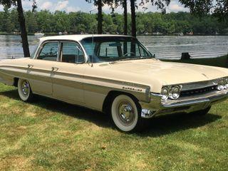 1961 Oldsmobile Super 88 Celebrity Sedan
