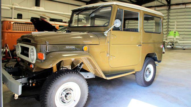 1969 Toyota FJ-40 Land Cruiser