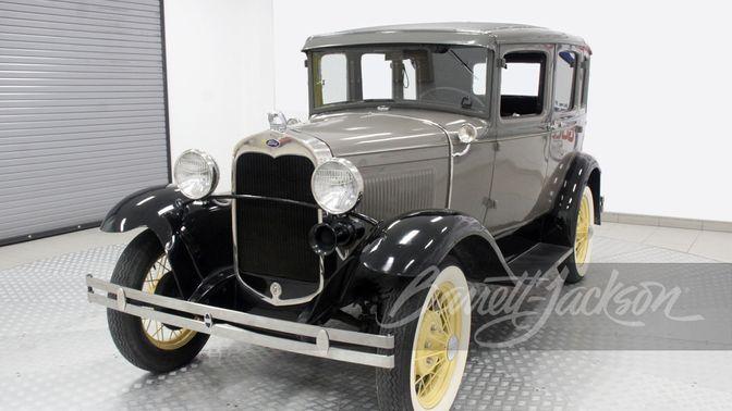 1930 Ford Model A Deluxe Sedan