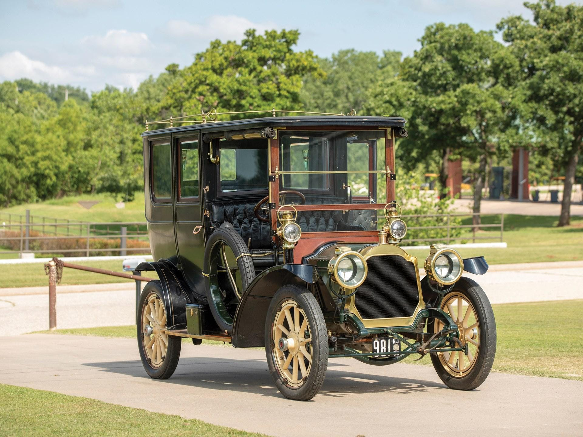 1909 Packard Model 18-Na Limousine
