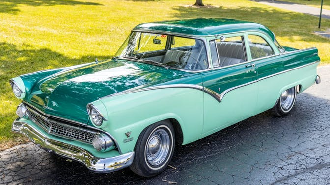 1955 Ford Fairlane Club Sedan 5-Speed