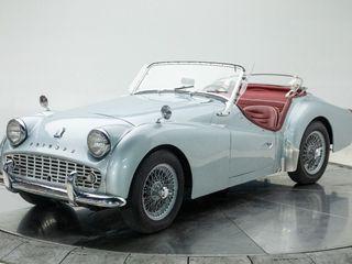 1961 Triumph TR3 – 1.9l Inline 4 – 4 Speed Manual
