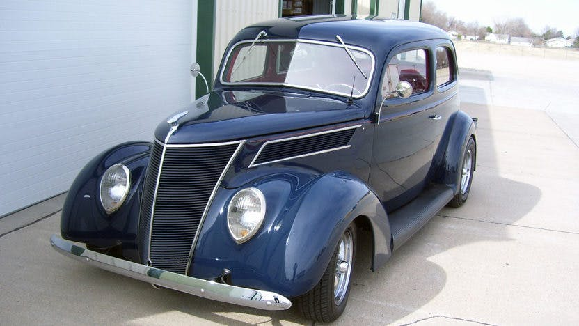 1937 Ford Sedan Street Rod